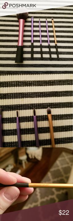 Real Techniques Brush Bundle - 5 items!! Only the blush brush has been used. All the others are brand new. All have been washed. Real Techniques Makeup Brushes & Tools
