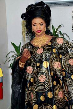 Malian Fashion bazin #Malifashion #bazin #malianwomenarebeautiful #dimancheabamako #mussoro #malianwedding #bazinriche #malianbride #brodé #brocade #teinture #gala  #lesmaliennesontbelles #africanfashion #african #fashion #bazin African Print Dresses, African Fashion Dresses, African Dress, African Attire, African Wear, African Women, Senegalese Styles, Ghanaian Fashion, Africa Fashion
