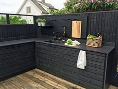 "Figure out more details on ""outdoor kitchen designs layout patio"". Browse through our internet site. Outdoor Kitchen Bars, Patio Kitchen, Summer Kitchen, Outdoor Kitchen Design, Home Decor Kitchen, Kitchen Ideas, Kitchen Designs, Outdoor Kitchens, Outdoor Spaces"
