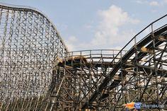11/14 | Photo du Roller Coaster Colossos situé à Heide-Park (Allemagne). Plus d'information sur notre site www.e-coasters.com !! Tous les meilleurs Parcs d'Attractions sur un seul site web !! Découvrez également notre vidéo embarquée à cette adresse : http://youtu.be/9bWLKRgvd3w