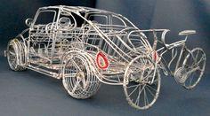 DESTREZA NA MODELAGEM COM FIOS DE ALUMÍNIO – Africanos se destacam entre os mais habilidosos artesãos na modelagem de objetos com sucatas de fios e arames de alumínio. Isto se explica em part…