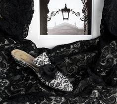 Un Vol de Dentelle - black lace on cream satin - black organza bow http://store.leschaussonsdelabelle.com