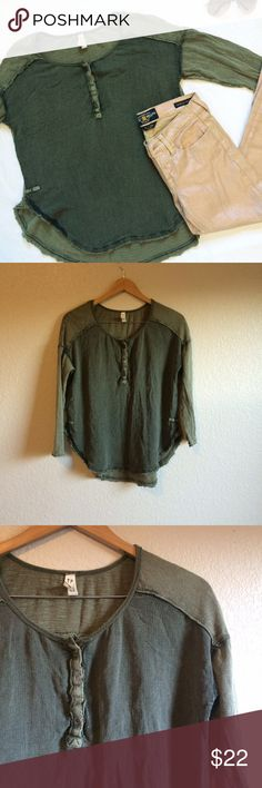"""Free People • Top This slouchy top has a loose fit, rough edges, and curved hems. The metal """"free people"""" tag fell off, but the shirt is still in excellent condition. Free People Tops Tees - Long Sleeve"""