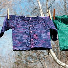 A beautiful baby sweater pattern with options for different details to flatter a little boy or a little girl. Free pattern!