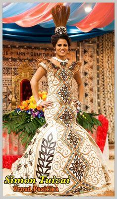 Beautiful Island creation by Simon Tuivai sewn by Havili Matelau. Polynesian Wedding, Polynesian Dresses, Island Wedding Dresses, Samoan Dress, Polynesian Designs, Tapas, Island Wear, Different Dresses, Beautiful Gowns