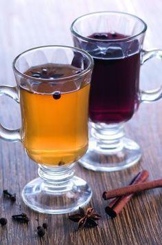 Сбитень . Хмельной и обычный.    Фото:mhealth.ru  Обычный:  В расчете на 1 стакан: 2 ст. ложки мёда, пряности (, корица, кориандр, имбирь, базилик - их можно купить в магазине).  Смешиваем прян… Cocktail Drinks, Cold Drinks, Beverages, Cocktails, Food And Drink, Cooking Recipes, Dishes, Fruit, Tableware
