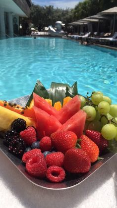 Fruits and veggies and nothing else. Best healthy drinks, cleanse, boost immune, gain energy and improve mental focus Cute Food, I Love Food, Good Food, Yummy Food, Healthy Snacks, Healthy Eating, Healthy Recipes, Juice Recipes, Healthy Fruits