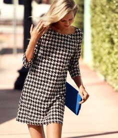 H & M houndstooth dress. Sorry but I will forever claim Houndstooth. Shift Dresses, Parisienne Chic, Houndstooth Dress, Schneider, Mode Outfits, Mode Inspiration, Mode Style, Twiggy, Autumn Winter Fashion