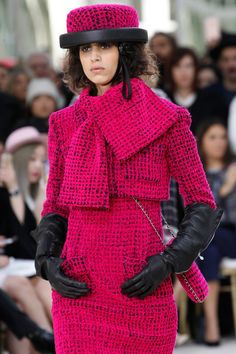 Chanel Fall 2016 Ready-to-Wear collection, runway looks, beauty, models, and reviews.