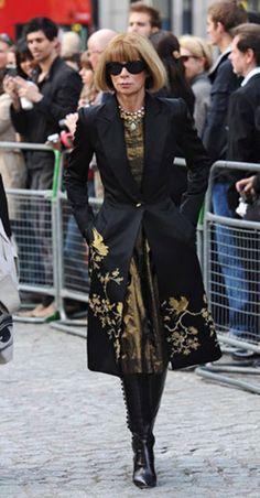 Anna Wintour en memorial por Alexander McQueen  #Mourning fashion