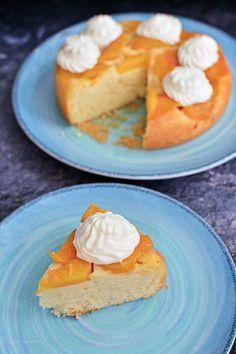 Prăjitură răsturnată cu piersici. Și cu un moț de frișcă pentru doritori   Bucate Aromate Doritos, French Toast, Cheesecake, Pie, Meals, Breakfast, Desserts, Recipes, Food