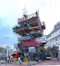 installation in Wien Parasitic Architecture, Modular Housing, Temporary Structures, Scaffolding, City Art, Public Art, Art And Architecture, Installation Art, Event Design