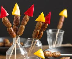 As colourful as real fireworks these sausage kebabs will spark interest in all quarters. Our sizzling firework sausage rockets will help your Bonfire night go off with a bang. So easy to prepare and the kids will love them. Kids Cooking Party, Cooking With Kids, Party Food Kids, Rocket Recipes, Bonfire Night Crafts, Bonfire Night Food, Bonfire Parties, Guy Fawkes Night, Cocktail Sausages