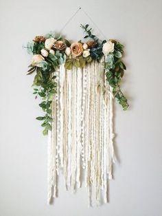 Hanging Flower Wall, Flower Wall Decor, Flower Decorations, Hanging Art, Diy Flowers, Flower Wall Design, Hanging Herbs, Wall Decorations, Flower Crafts