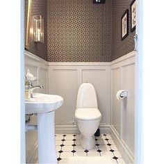 Just love this guest toilet by Our wallpaper Edvin is truly one of my favourites! West of Sweden Guest Toilet, Small Toilet, Downstairs Toilet, Bathroom Inspo, Laundry In Bathroom, Small Bathroom, Logs, Beautiful Homes, Sweet Home
