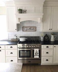 Modern Home Decor Kitchen Kitchen Hood Design, Kitchen Vent Hood, Kitchen Oven, Kitchen Redo, Home Decor Kitchen, Home Kitchens, Kitchen Remodel, Kitchen Cabinets, Kitchen Ideas