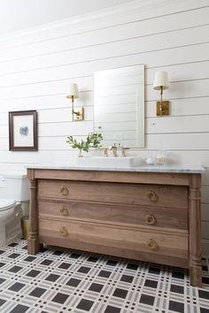 35 Ideas farmhouse bathroom vanity chip and joanna gaines Shiplap Bathroom, Bathroom Floor Tiles, Bathroom Sets, Master Bathroom, Bathroom Showers, Bathroom Trends, Gold Bathroom, Bathroom Canvas, Marble Bathrooms