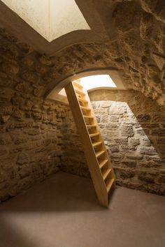 What's cooler than a tiny, hyper-efficient studio apartment in Paris? Well, how about a tiny, hyper-efficient studio apartment in Paris with a secret basement hangout? Parisian Apartment, Paris Apartments, Studio Apartment, Apartment Therapy, Casa Bunker, Photo D'architecture, One Room Flat, Hidden Rooms, Underground Homes