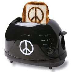 Waking up and starting your day should involve some type of peace. Enjoy breakfast with a piece of peace toast. This toaster will prepare your toast with a funky little peace sign. Talk about some pea . Tostadas, Peace And Love, My Love, Frozen, Hippie Culture, Give Peace A Chance, Hippie Peace, Hippie Boho, Bohemian Style