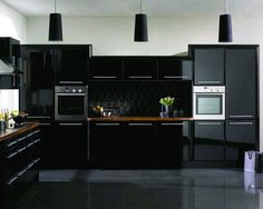 The Better of high gloss kitchen cabinets — Design Roni Young Black Gloss Kitchen, High Gloss Kitchen Cabinets, Modern Kitchen Cabinets, Black Cabinets, Kitchen Units, Kitchen Cabinet Design, Painting Kitchen Cabinets, Modern Kitchen Design, Kitchen Interior
