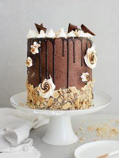 Banana and pecan cake - HQ Recipes Chocolate Fudge Sauce, Chocolate Buttercream, Chocolate Cookies, Chocolate Recipes, Crumb Coating A Cake, Smores Cake, Desserts To Make, Vegan Desserts, Vegan Food