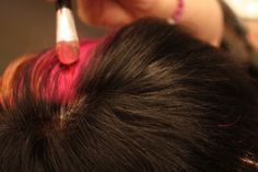 DIY Temporary hair color using Eyeshadow, liquid conditioner, and hairspray to set.  Gonna try it :D