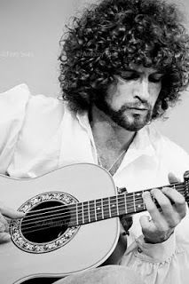 Rolling Stone's Top 100 Guitarists Lindsey Buckingham (Fleetwood Mac) Born October During Fleetwood Mac's hitmaking era, Lindsey Buckingham transmuted the folk music of his banjo-playing. Stevie Nicks Lindsey Buckingham, Buckingham Nicks, Music Love, Rock Music, Music Pics, Music Music, Metallica, Jeff Lynne, Jazz