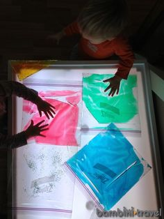 Llum i bosses sensorials Sensory Bags, Sensory Table, Sensory Activities, Preschool Activities, Preschool Curriculum, Sensory Play, Licht Box, Light Board, Light Painting