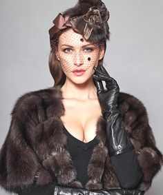 Fur Clothing, Fabulous Furs, Leather Gloves, Halloween Face Makeup, Beautiful Women, How To Wear, Clothes, Beauty, Feathers