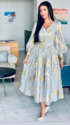 Stylish Dresses, Simple Dresses, Elegant Dresses, Muslim Women Fashion, Arab Fashion, Modest Fashion Hijab, Fashion Dresses, Mode Outfits, Chic Outfits