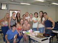 Natalia Bordignon e os colegas na aula de Técnica Dietética II.