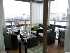 balkong,inglasad balkong,kuddar,gardiner,ljus