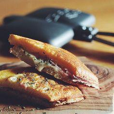 バウルーでホットサンド。 シンプルにハム&チーズ、バジル。 #bawloo #hotsand #breads #バウルー#ホットサンド#パン
