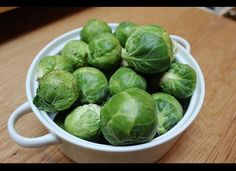 「ベジタリアン向け、オメガ3脂肪酸が多い食べ物8選」  メキャベツ One serving of Brussels sprouts contains about 430 milligrams of alpha-linolenic acid -- more than one-third of the daily ALA amount recommended by the National Academy of Sciences.