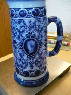 EARLY-PINDER-BOURNE-VICTORIAN-BLUE-WHITE-JUG