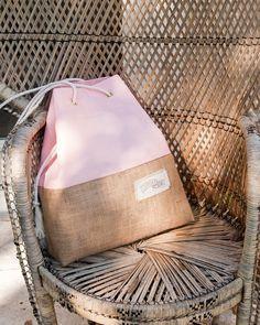 Items similar to Pink Beach Bag Jute Burlap Tote The Sandbag in Rose on Etsy - Pink Beach Bag Jute Burlap Tote The Sandbag in Rose Source by etsy Rosa Strand, Best Beach Bag, Small Tote Bags, Large Tote, Burlap Tote, Sand Bag, Rosa Rose, Pink Beach, Boho Bags