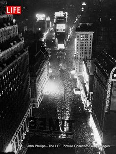 New Year's Eve, NYC, as 1941 becomes 1942
