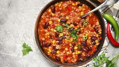 Instant Pot Tomato-Free Chili: This recipe for no tomato chili is rich, savory and the perfect comfort food! This tomato-less chili is perfect for kids (or adults) that don't like tomatoes! Healthy Ground Beef, Ground Beef Recipes Easy, Slow Cooker Chili, Recipes With Few Ingredients, Chilis, Chili Recipes, Cooker Recipes, Crockpot Recipes, Diet Recipes