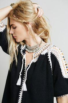 Outstanding Crochet: Caftan from Free People. Black Crochet Dress, Crochet Blouse, Crochet Bikini, Knit Crochet, Crochet Stitches Patterns, Crochet Designs, Crochet Fabric, Crochet Woman, Diy Clothing
