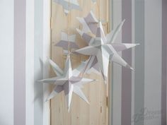 Estrellas hechas con papel de pared