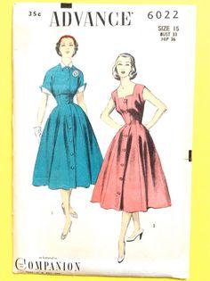 Patron de couture robe avance 6022 1950s  L'avance 6022 1952 équipé princesse couture sur ce bouton avant. manteau sans manches, robe avec une jupe très évasée et un décolleté en forme. Veste courte est équipée et a aile poignets sur les manches courtes et col contrastant.  Buste de 33 Hanche 36 pouces  non coupé et l'usine plié.  Motif est non imprimé, plié et complet avec des instructions en usine.