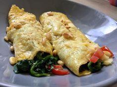 Omeletrolletjes met spinazie Omelet, Chicken, Food, Tomatoes, Omelette, Essen, Meals, Yemek, Frittata