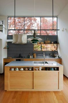 Small Cottage Kitchen, Home Decor Kitchen, Kitchen Interior, Modern Bedroom Design, Modern Kitchen Design, Decoration Chic, Mid Century Modern Kitchen, Diy Kitchen Storage, Dining Room Design