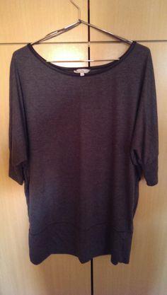 Haut gris foncé dans T-Shirt / vêtements / mode