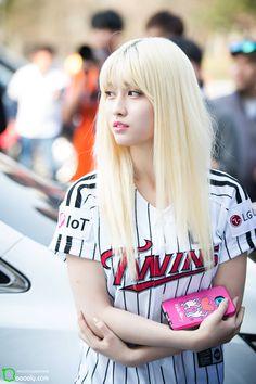 Photo album containing 8 pictures of Momo Kpop Girl Groups, Korean Girl Groups, Kpop Girls, Nayeon, Rapper, Dahyun, Hirai Momo, Entertainment, South Korean Girls