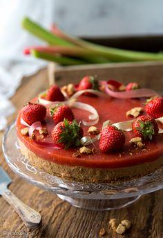 suloinen_suvikakku Finnish Recipes, Cheesecakes, Chocolate Recipes, Panna Cotta, Deserts, Strawberry, Baking, Fruit, Ethnic Recipes