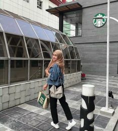 Casual Outfit hijab ootd ootd ootd 678776975072915333 Source by puriangg fashion hijab Hijab Casual, Hijab Chic, Casual Dresses, Casual Outfits, Hijab Mode Inspiration, Hijab Stile, Ootd Poses, Hijab Jeans, Hijab Style Dress