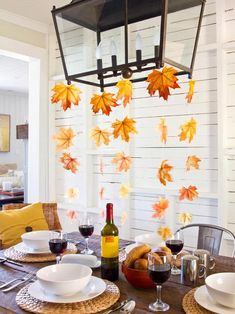 DIY Thanksgiving decor ideas: Hosting a Thanksgiving dinner requires a lot of planning, time and—let's be real—money. Thankfully, DIY decor makes it easy to cut your bill in half. Here, 17 genuinely chic DIY decor projects to try this season. Thanksgiving Crafts For Kids, Thanksgiving Table Settings, Fall Crafts, Thanksgiving Holiday, Kids Crafts, Leaf Crafts, Thanksgiving Tablescapes, Decor Crafts, Hosting Thanksgiving