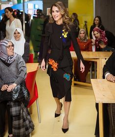 http://www.newmyroyals.com/2017/12/queen-rania-started-educational-mobile.html