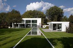 Modern villa by Vlassak Verhulst.